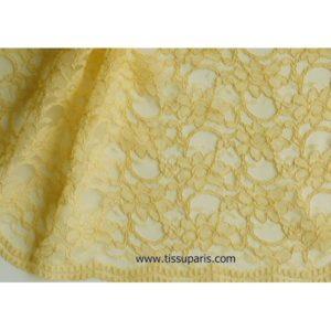Dentelle fleurs bords arqués jaune clair 900920-4 134cm